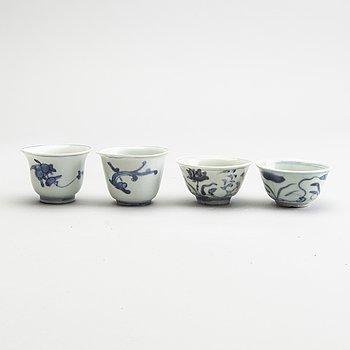 Koppar, 4 stycken, porslin. Mingdynastin (1368-1644).