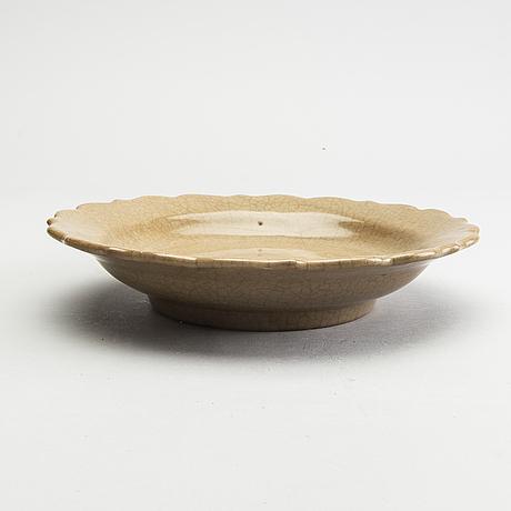 A ge glazed dish, ming dynasty, (1368-1644).