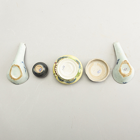 A group of chinese ceramics, 19th/20th century. (7 pieces).