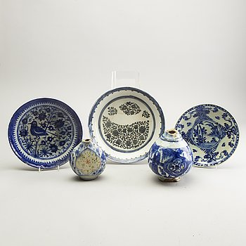 A group of Persian ceramics, 17th/19th Century.