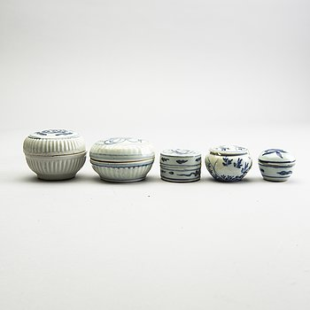 A group of five blue and white boxes with covers, Ming dynasty (1368-1644).