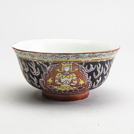 A thai bencharong bowl, 19th century.