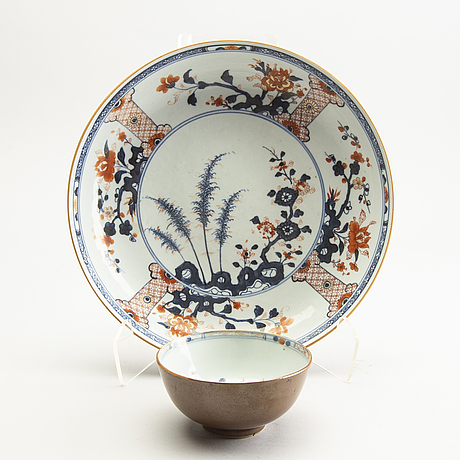 An imari dish and an imari bowl, qing dynasty, early 18th century.