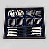 """Aterinsarja, 100 osaa, hopeaa, """"chippendale"""", auran kultaseppä, turku 1982. aterinlaatikossa."""