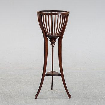An English mahogany pedestal, circa 1900.