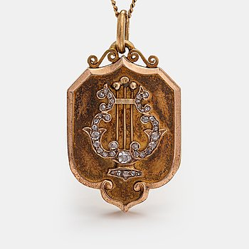A 14K gold medallion with a chain and set with rose-cut diamonds. St. Petersburg 1898-1903.