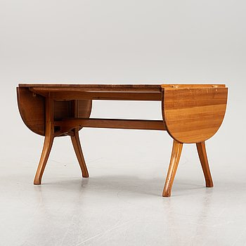 A pine dining table by Carl Malmsten, second half of the 20th Century.