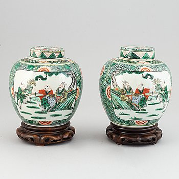 A pair of Chinese famille verte jars with covers, 20th century,