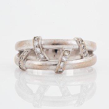 Engelbert, 18K white gold and small brilliant-cut diamond ring.