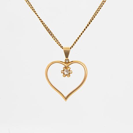 Brilliant-cut diamond heart pendant, with chain.