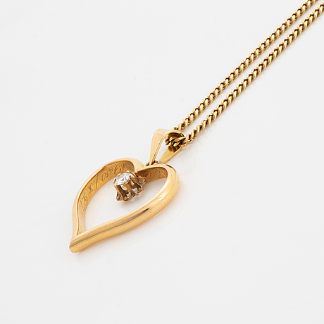 Brilliant-cut diamond heart pendant, with chain.