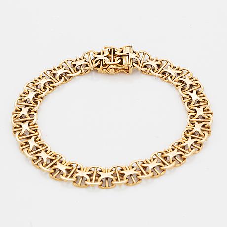 Two 18k gold bracelet.