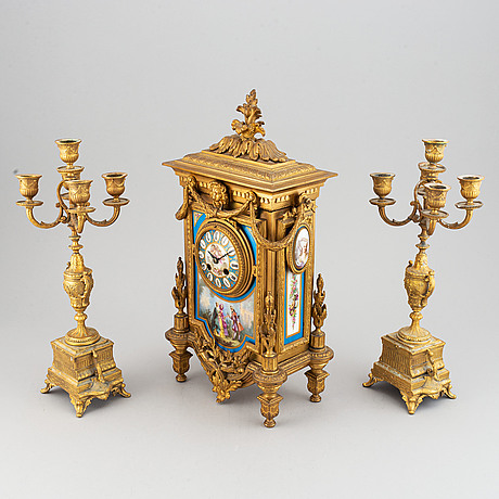 Bordsgarnityr, 3 delar, troligen frankrike. 1800-talets slut.