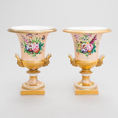 Urnor, ett par, porslin, tyskland 1800-talets mitt.