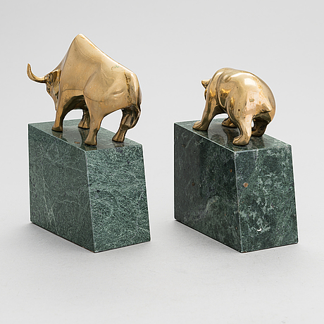 A pair of late 20th century 'stock market' book stands.