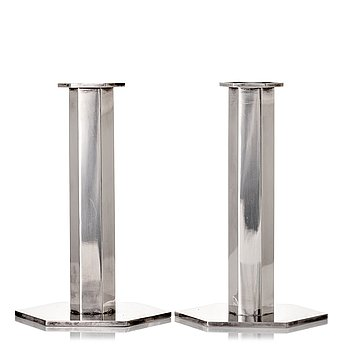 180. Wiwen Nilsson, a pair of sterling candlesticks, Lund 1971.