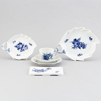 """Royal Copenhagen, kaffeservis, """"Blå blomst"""", porslin, 38 delar, Danmark."""