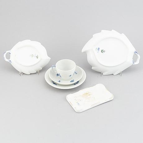 """36 pieces, royal copennhagen,  """"blå blomst"""", denmark."""