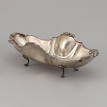A Rococo style silver 800 bread basket, turn of the century 1900. .