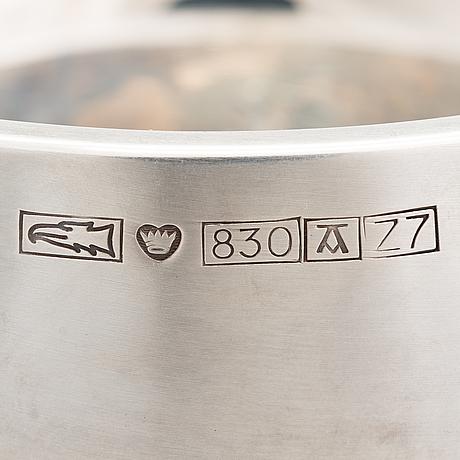 A silver bowl by pekka piekäinen, auran kultaseppä oy, turku 1977.