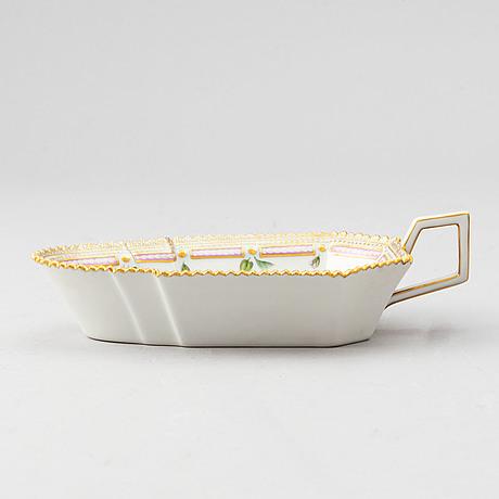 Royal copenhagen, a porcelaine 'flora danica' saucière.