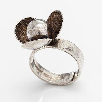 Elis Kauppi, A sterling silver ring. Kupittaan kulta, Turku 1970.