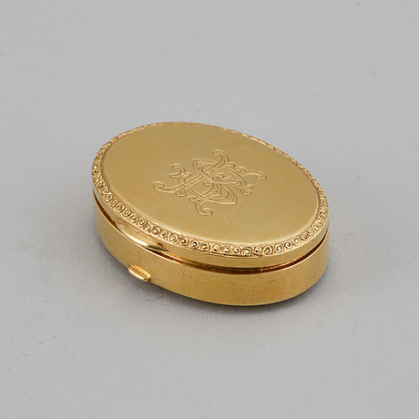 An 18 carat gold box, swedish import mark.