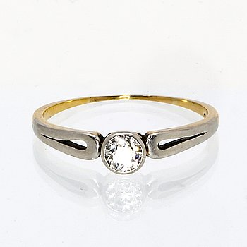 Ring 14K gold with 1 old-cut diamond approx 0,30 ct.