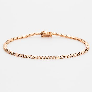 An 18K gold tennisbracelet set with round brilliant-cut diamonds.