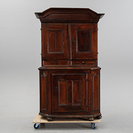 A baroque cabinet, first half of the 18th century.