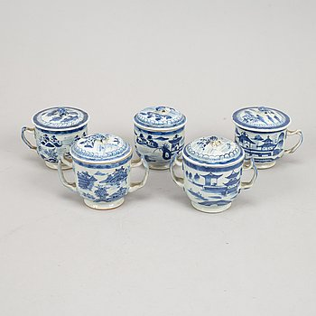 A set of five blue and white equelles, Qing dynasty, 19th Century. (2+3).