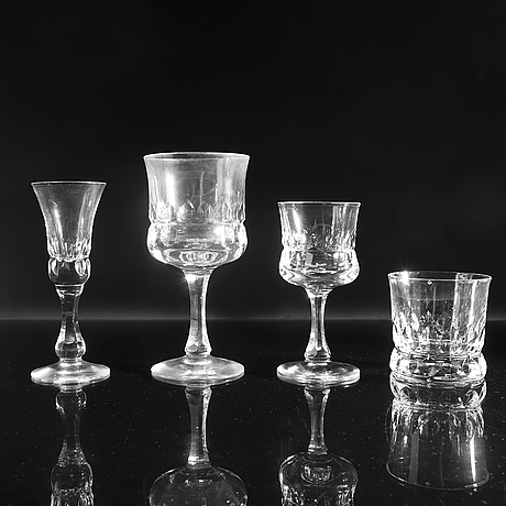 Göran wärff, a 49 pcs glass service 'prince'.