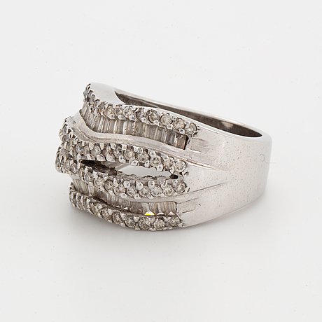 Diamond ring 18k whitegold baguette and brilliant-cut diamonds approx 1,7 ct.