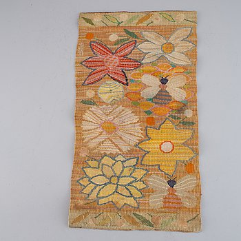 """A TEXTILE, """"Bilöpare"""", a tapestry variant, ca 30,5 x 57 cm, signed AMF."""