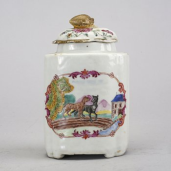 A Chinese Qianlong famille rose porcelain tea caddy.