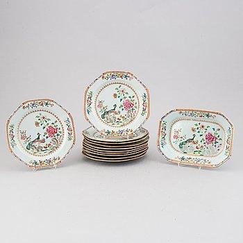 Tallrikar, 11 st, samt fat, kompaniporslin. Qingdynastin, Qianlong (1736-95).