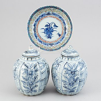 Two blue and white jars in Ming style and a dish, China, 20th Century.