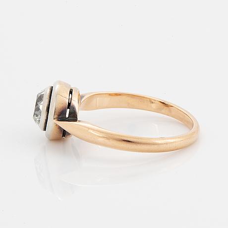 Old-cut diamond ring.