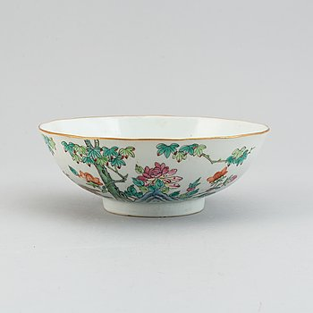 A famille rose bowl, Qing dynasty,  late 19th century.