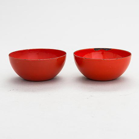 Kaj franck, a 1950s enamelled serving bowl and two minor bowls for finel, finland 1950s.
