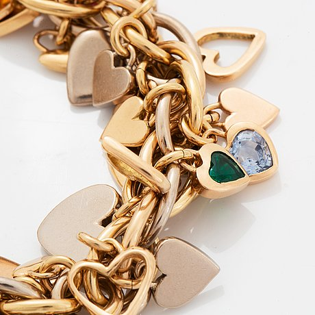 An 18k gold gaudy bracelet with heart shaped charms.