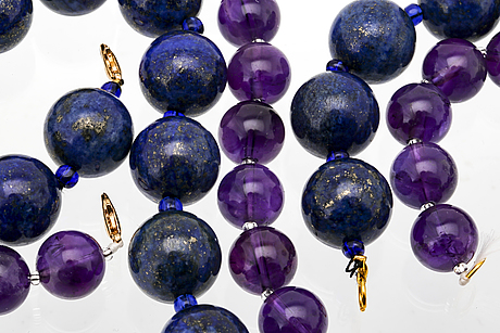2 necklaces, lapis lazuli approx 16 mm, amethyst approx 12 mm, glass beads, clasps metal, approx 43 and 47 mm.