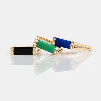 374. Three rings in 18K gold set with lapis lazuli, onyx and green quartz.