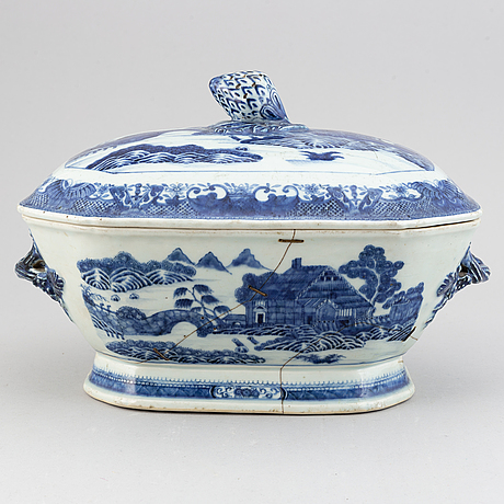 A blue and white tureen, qing dynasty, qianlong (1736-95).
