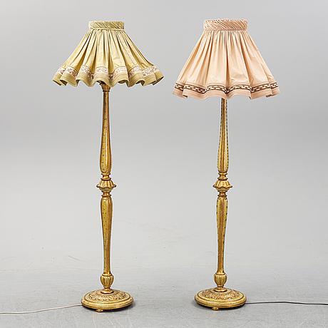 Golvlampor, ett par , louis-xvi-stil, 1900-talets andra hälft.
