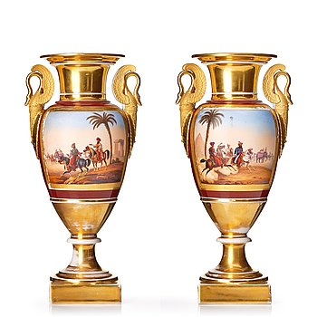 337. A pair of Empire vases, first half of the 19th Century.