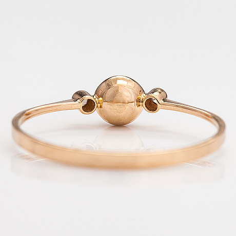 A 14k gold ring with a cultured pearl and diamonds ca. 0.10 ct in  total. turku 1981.