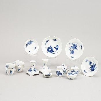 29 pcs of the porcelain coffee service Blue flower (Blå blomst) from Royal copenhagen.