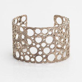 "Liisa Vitali, A silver bracelet ""Pitsi"". Westerback, Helsinki 1971."