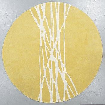 "A carpet, ""Segments"", Barbara Hosak. hand tufted, Kateha, diameter 216 cm."